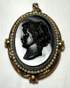 Victorian Locket cameo Pendent 40s does revival